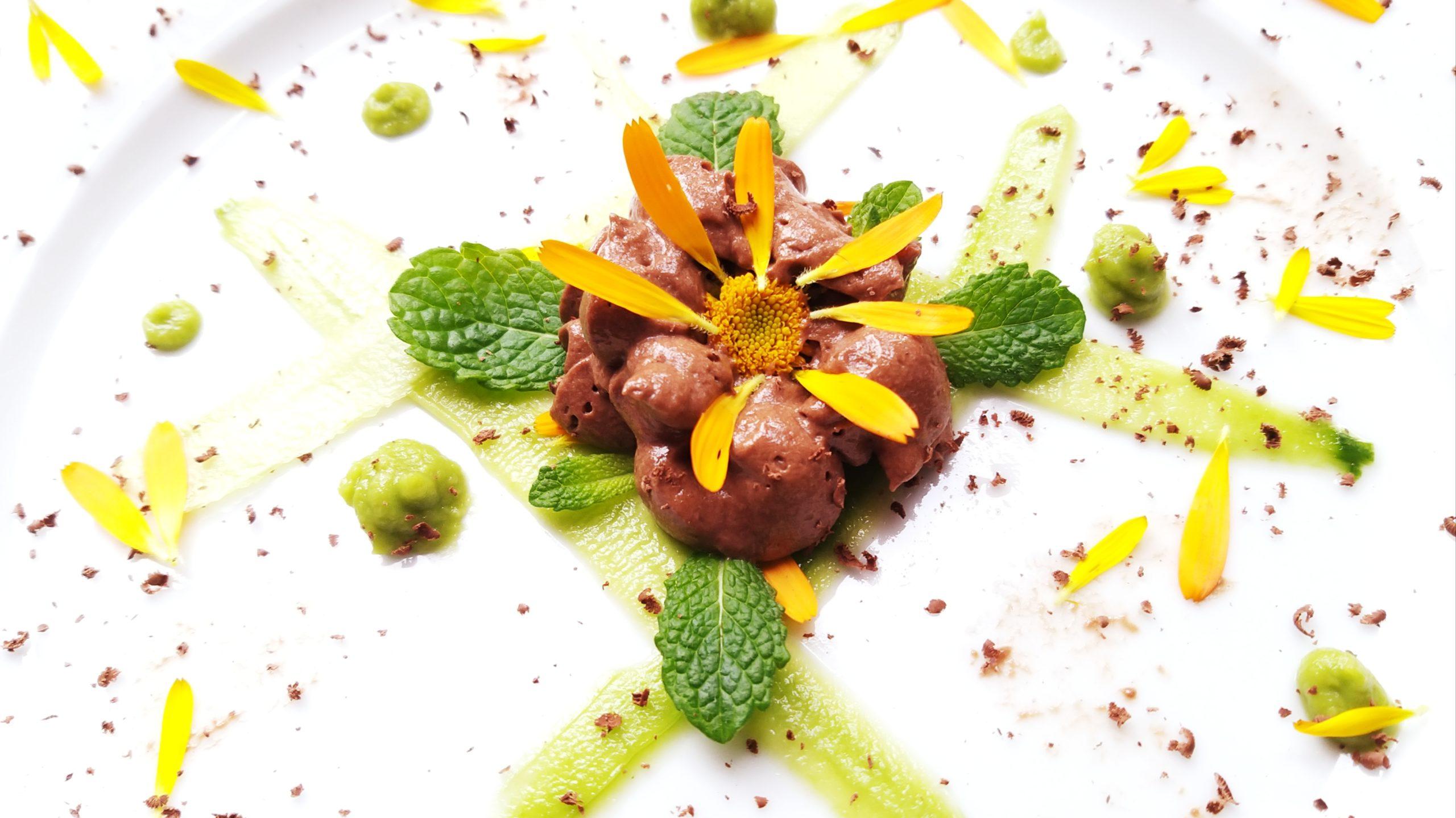 Dessertje met chocolademousse en avocadocrème